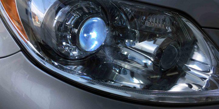 レクサスLSのヘッドライトLoビームD4Sバーナーを交換致しました。