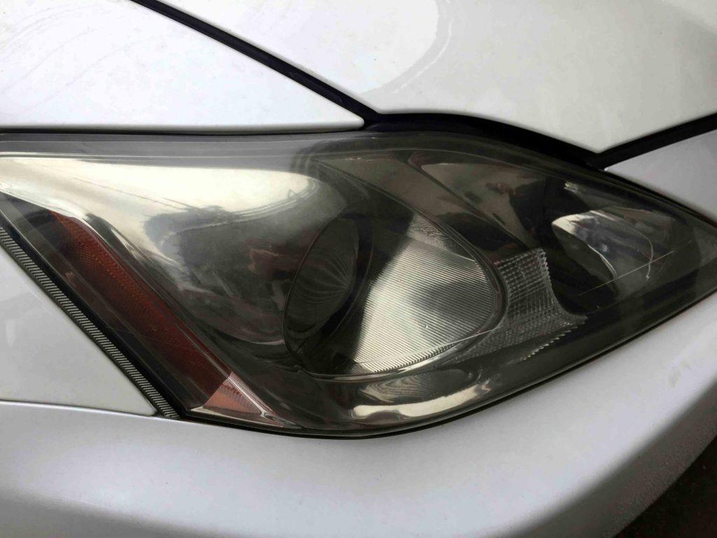 レクサスISのヘッドライトレンズ劣化で黄ばみやくすみが発生