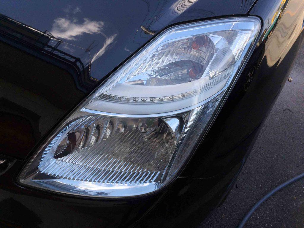 トヨタプリウス20系のヘッドライトレンズクリーニング後は黄ばみやくすみが無くなりクリアーになります