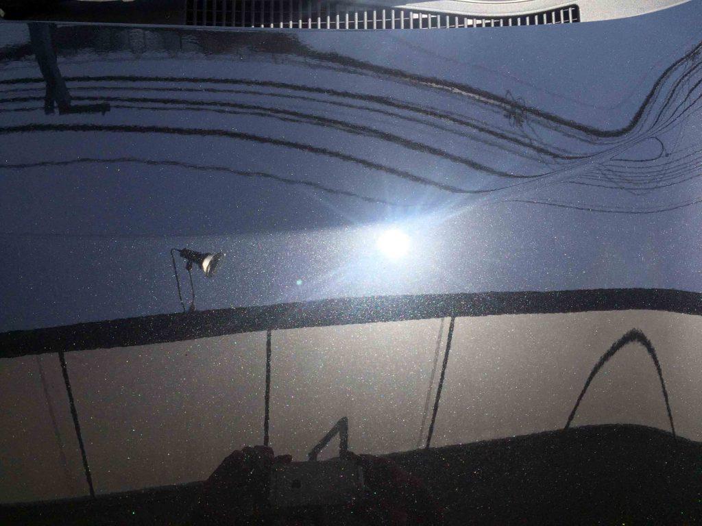 トヨタ17系シエンタのボンネットフード磨き後は細かな傷も無くなりました。