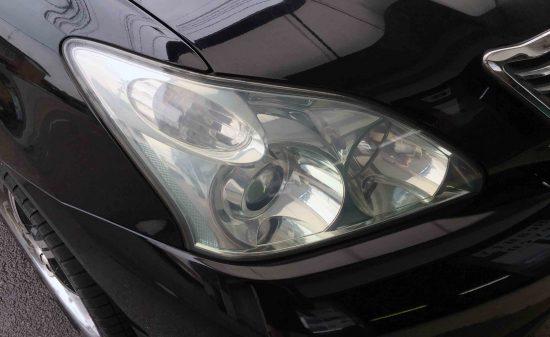 トヨタハリアーのヘッドライトレンズリフレッシュ後は黄ばみも除去され綺麗な状態になります。