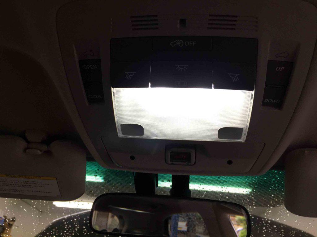 レクサスRXの前方ルームランプをLEDバルブへ交換し点灯