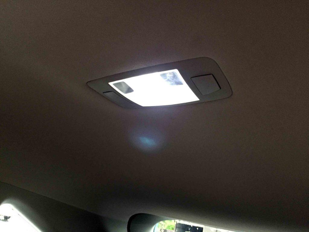 レクサスRXのルームランプの電球をLEDバルブへ交換し点灯