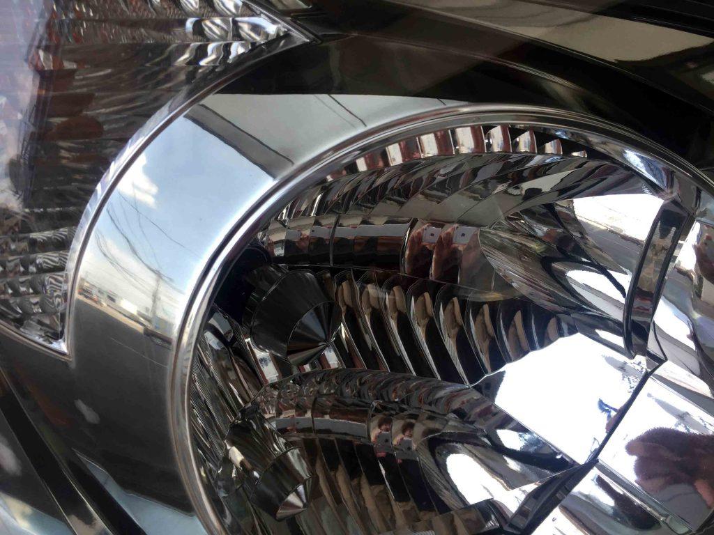 トヨタ60系ノアのヘッドライトリフレッシュ後は内部も綺麗でくっきりと見える様になりました