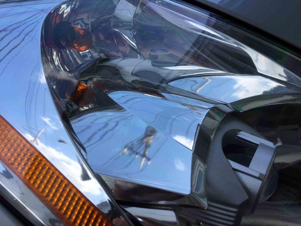 日産フェアレディZ-Z33系の劣化し黄ばんだヘッドライトリフレッシュ後は内部も綺麗に見えます