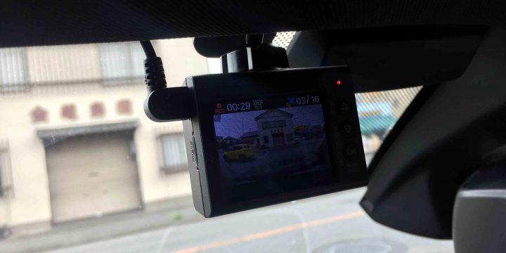 BMW X3-F25へユピテルDRY-ST3000Pドライブレコーダーをフロントガラスへ設置