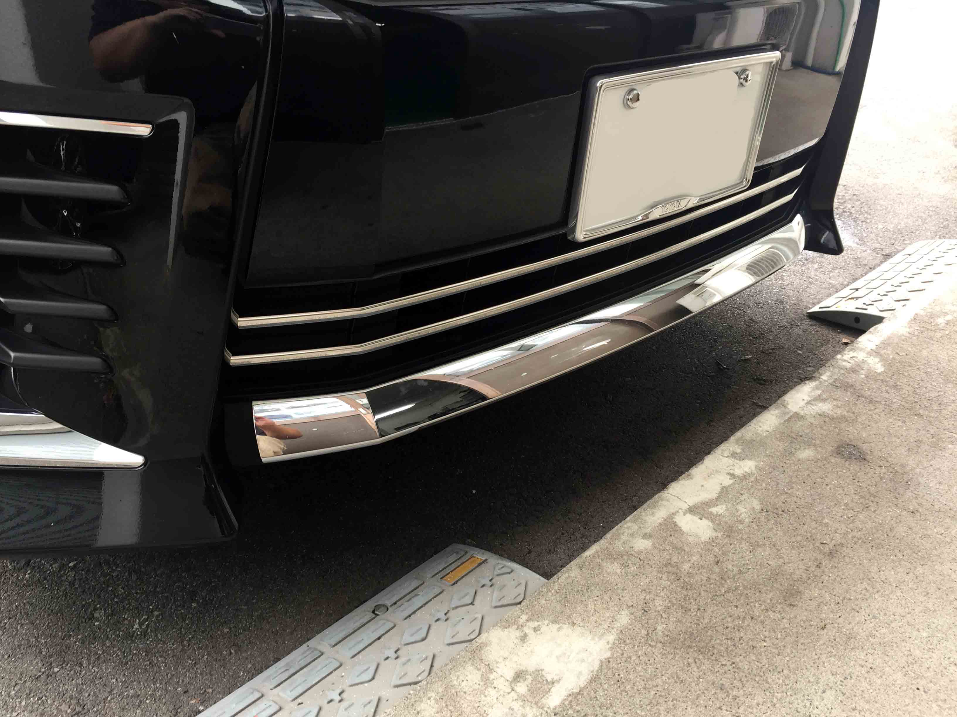 トヨタ80系ヴォクシーへ取り付けたステンレス製フロントグリルガーニッシュカバー