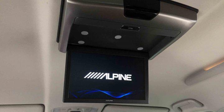 トヨタエスクァイアへ取り付けたアルパインリアビジョンRSA10S-L-B