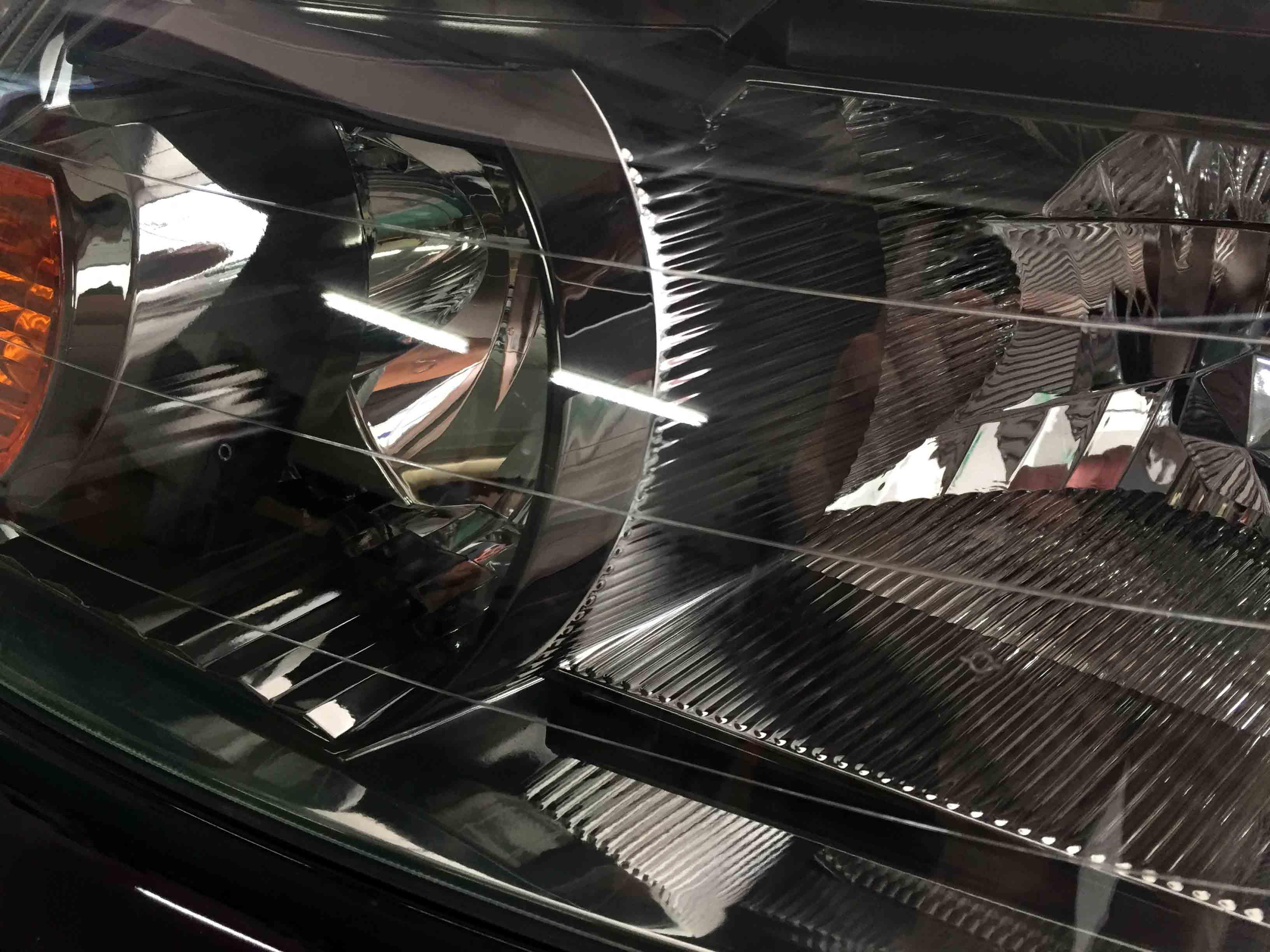 ホンダステップワゴンRE3のヘッドライトのクラックも目立たなくなり透明感がアップ
