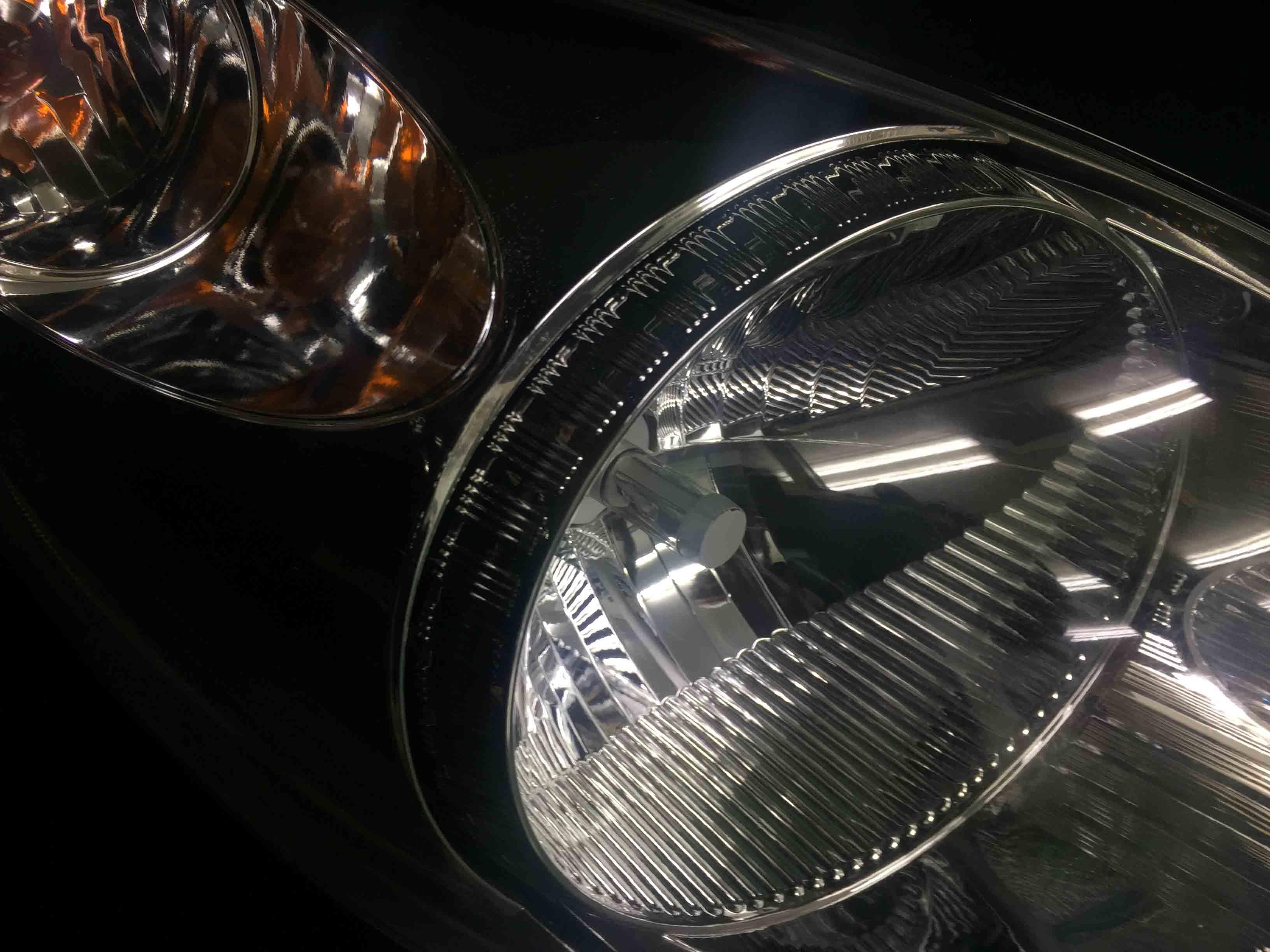 ホンダライフのヘッドライトリフレッシュ後は内部もしっかりと見ることができます