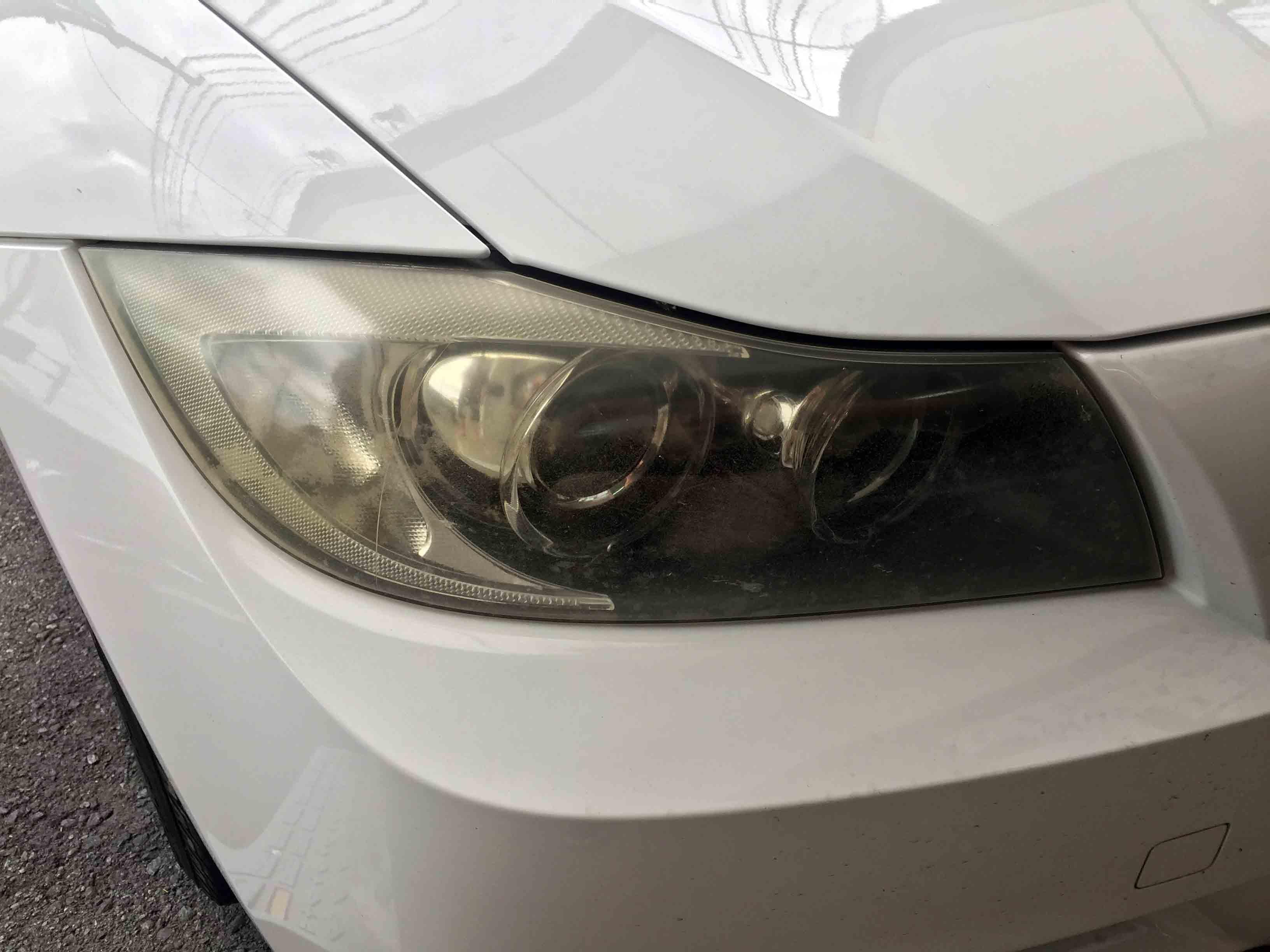 BMW3シリーズE91の劣化し黄ばんでしまったヘッドライト