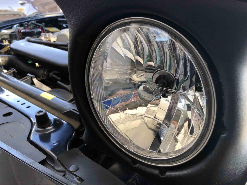 マツダNA系ロードスターヘッドライトHID化のためマルチリフレクターヘッドランプへ交換