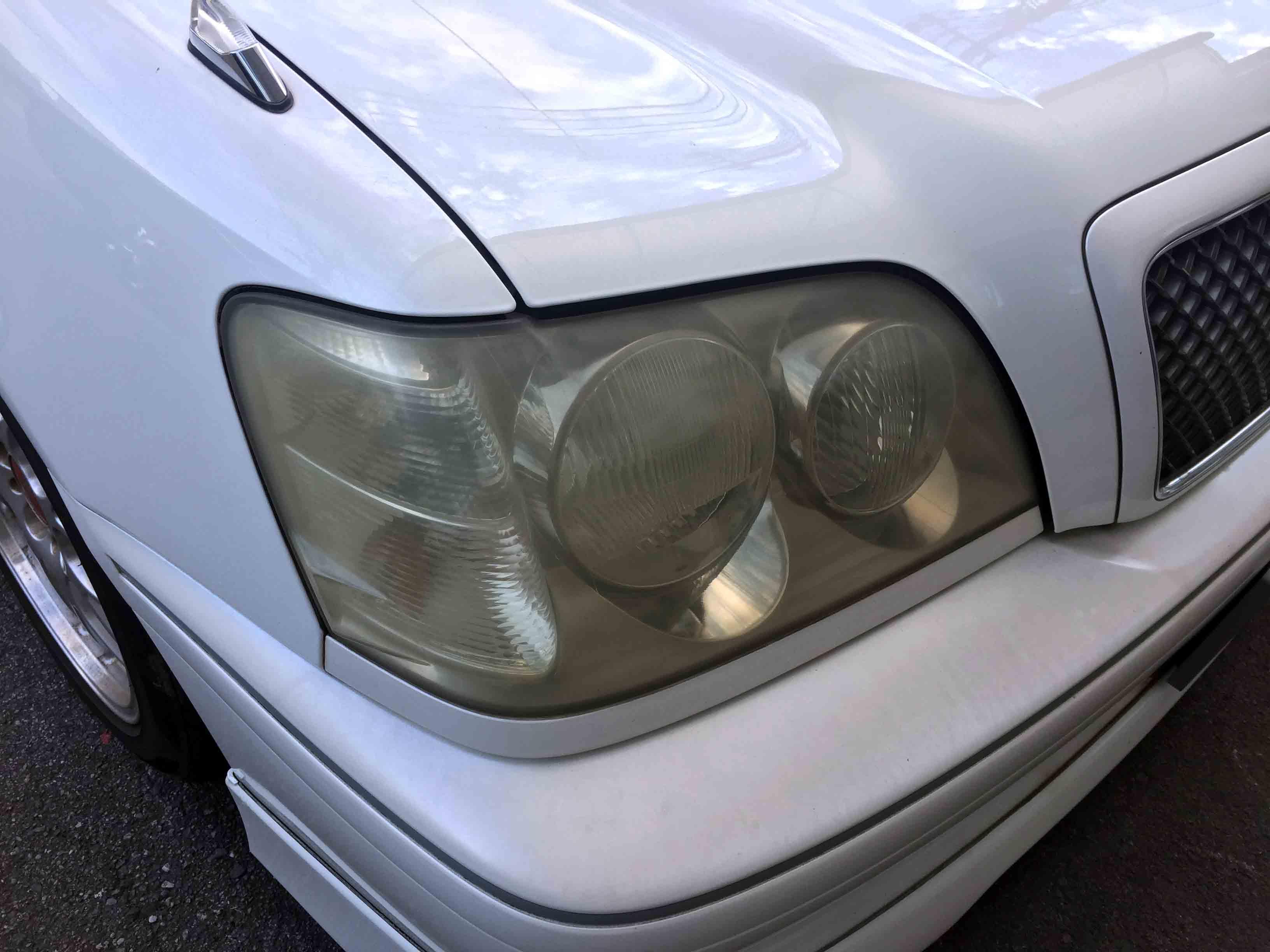 トヨタ17系クラウンの劣化し黄ばんだヘッドライト