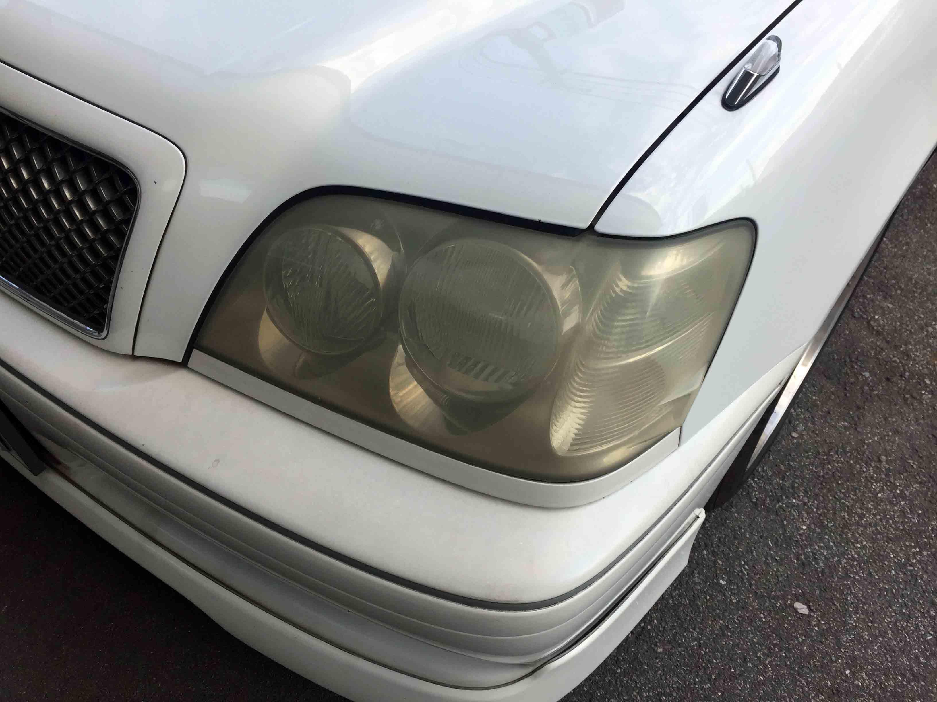 トヨタ17系クラウンヘッドライトが重度の劣化進行状態になっています