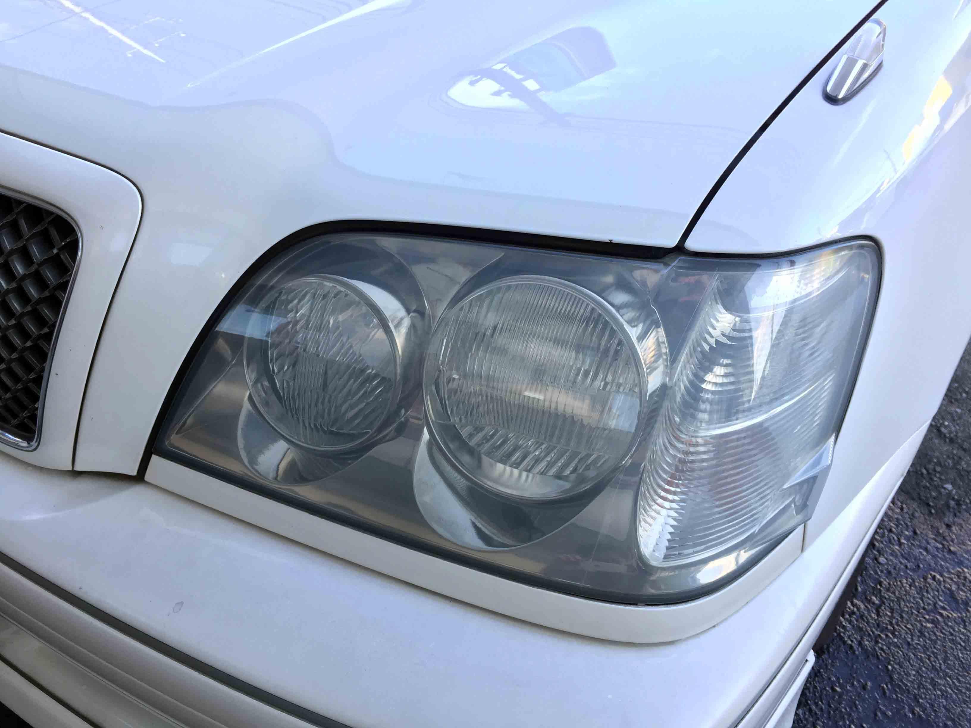 トヨタ17系クラウンのヘッドライト劣化が重度のため若干ぼやけています