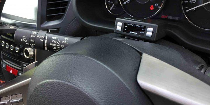 スバルBR9レガシィへPivotスロットルコントローラーをステアリングコラム上にお取り付け致しました。