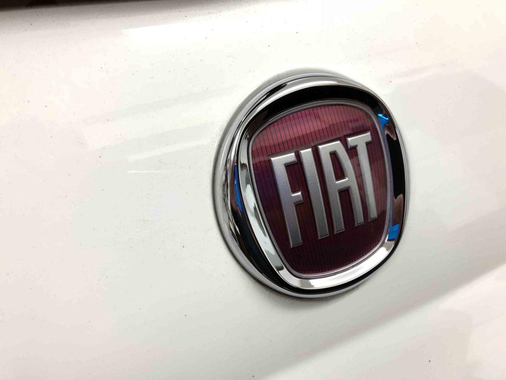 FIAT500のリアエンブレムを交換致しました
