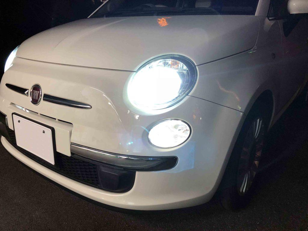 FIAT500のヘッドライトをHID化後はハロゲンバルブと比べ物にならない明るさです