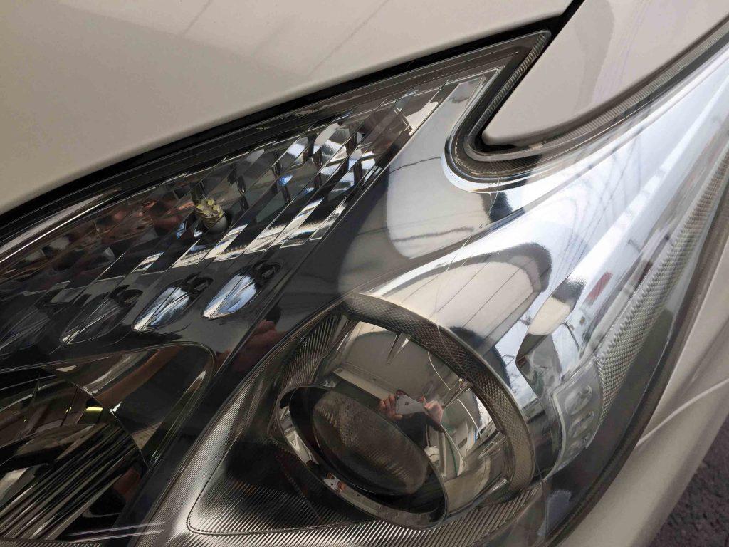 トヨタ30系プリウスヘッドライトのくすみや黄ばみも無くなり内部も綺麗に見えます