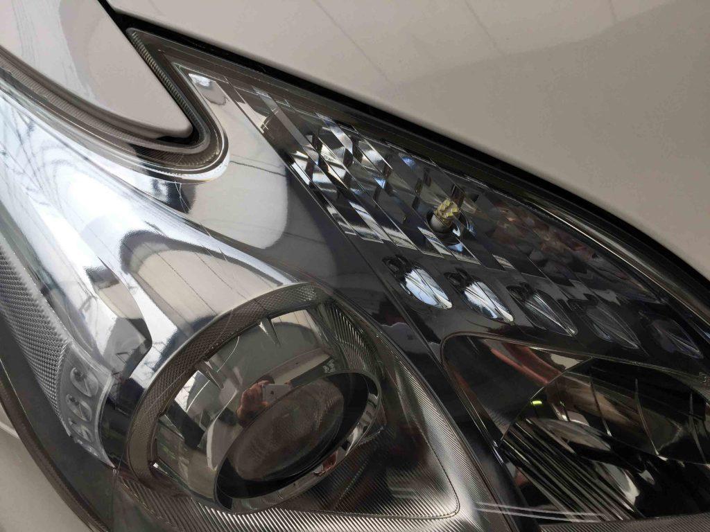 トヨタ30系プリウスヘッドライトがクリアーな状態に復活し内部も良く見える様になりました