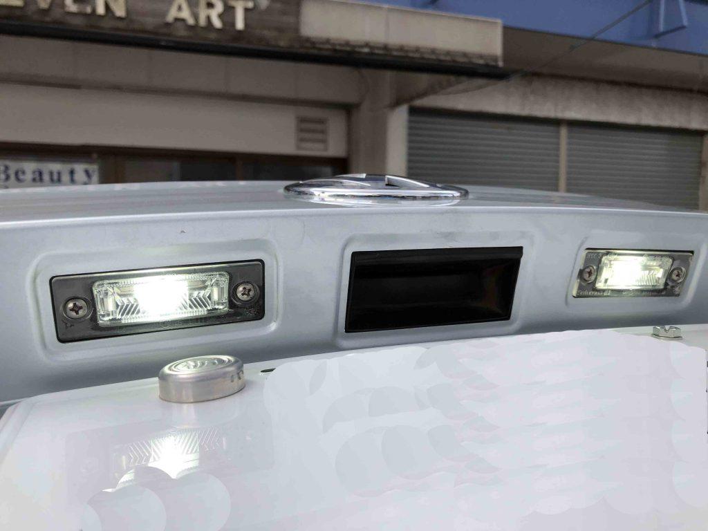 VWジェッタ5ライセンスランプにキャンセラー取り付け後にLED点灯チェック