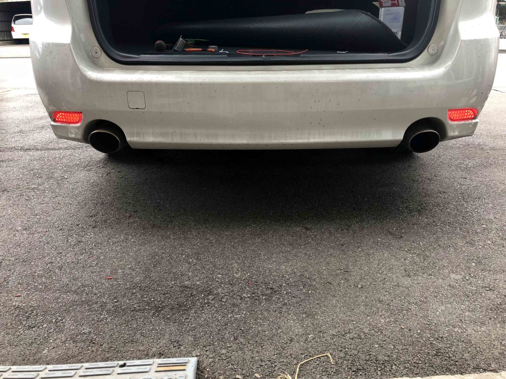 スバルBR9レガシィツーリングワゴンに取り付けたLEDリフレクター点灯時