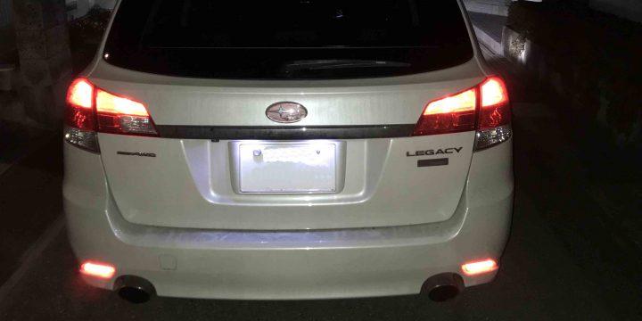 スバルBR9レガシィツーリングワゴンに取り付けたLEDリフレクターの夜間点灯時