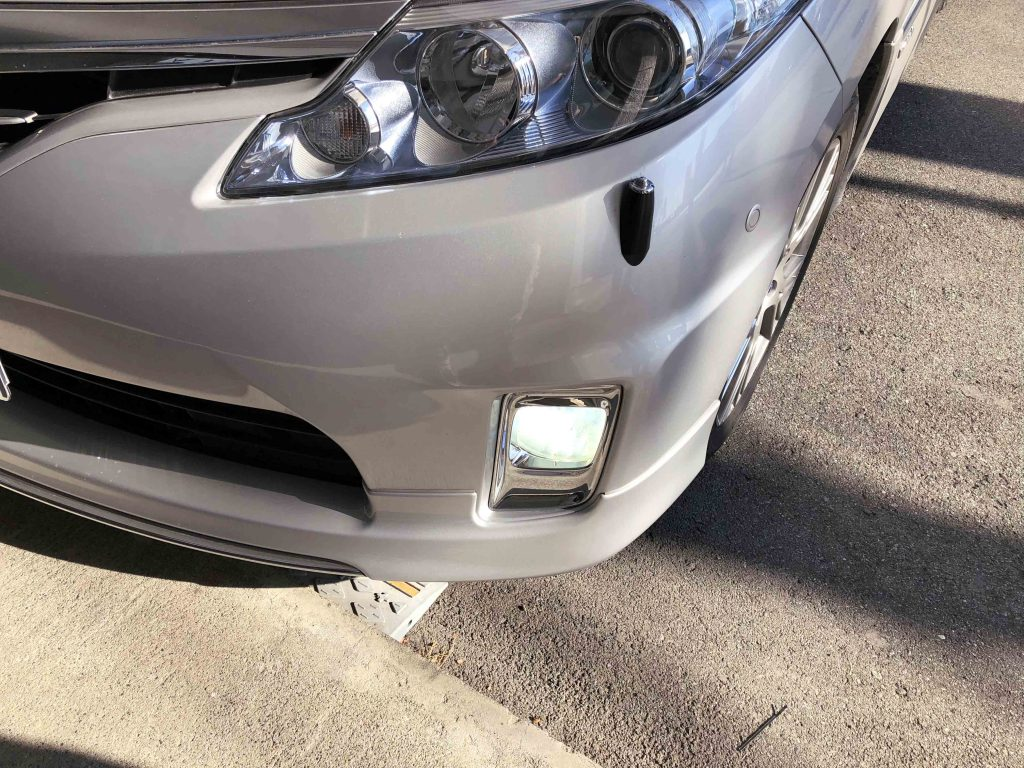 トヨタエスティマハイブリッドのフォグランプに取り付けたLEDバルブの点灯状態