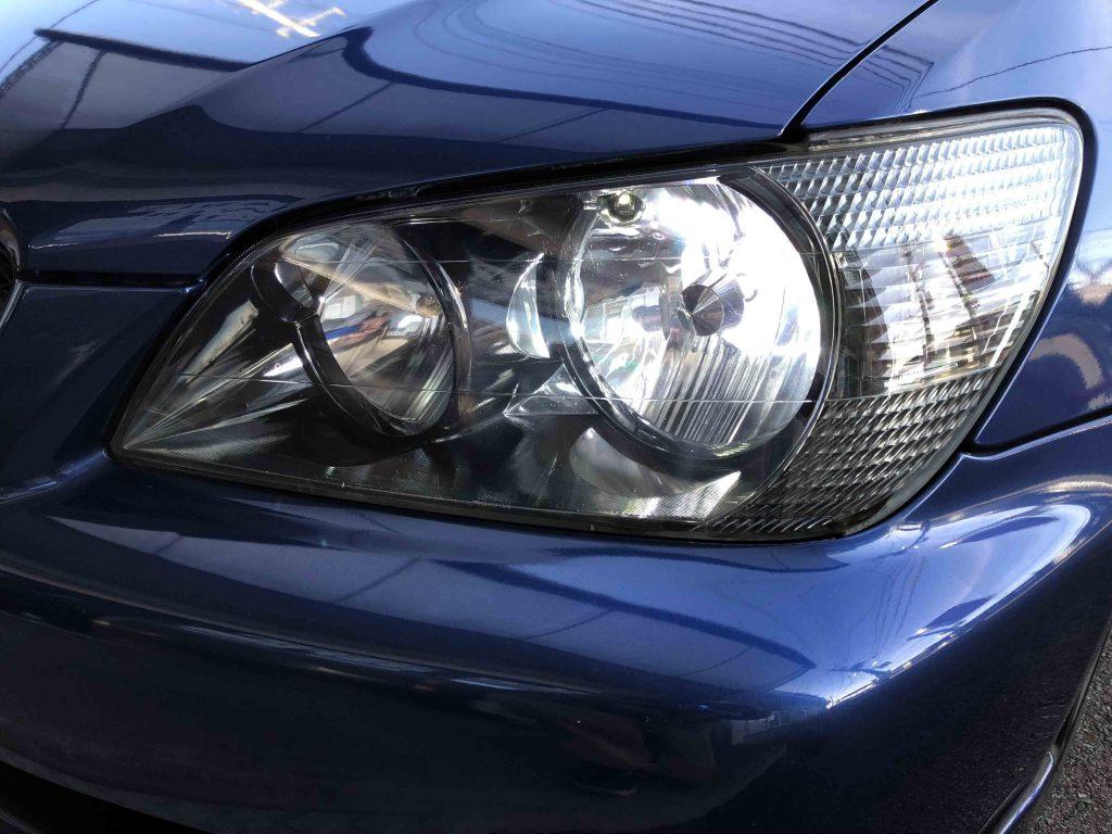 トヨタアルテッツァヘッドライトをインナーブラックタイプへ交換しLoビームをHID化