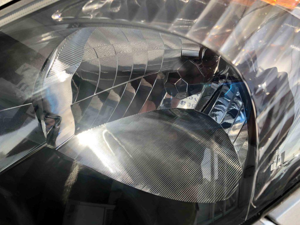 トヨタエスティマのヘッドライトのくすみも取れて内部も綺麗に見える様になりました