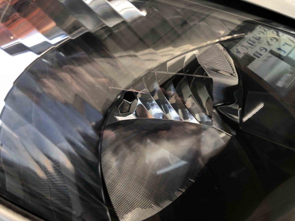 トヨタエスティマのヘッドライトレンズの透明感がアップしました
