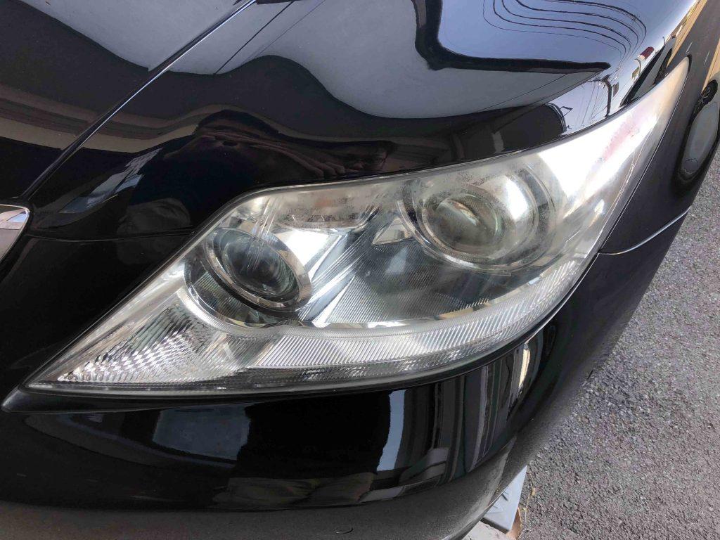 レクサスLSのヘッドライト上部は特に劣化が進行している状態です