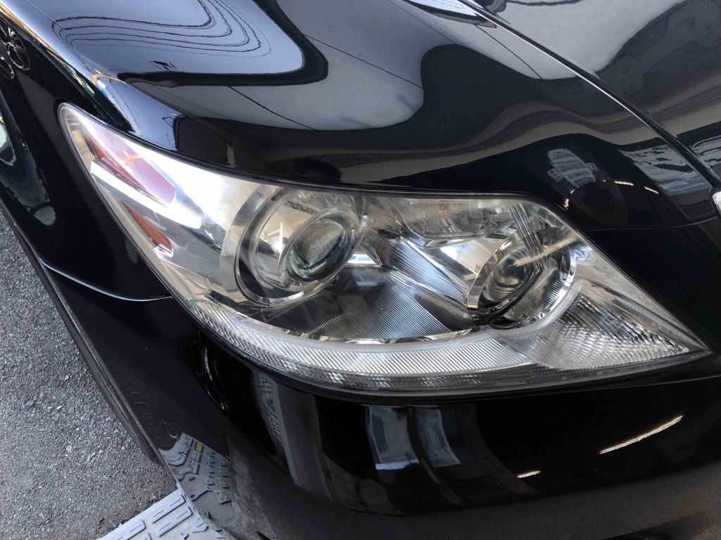 レクサスLSのヘッドライトが劣化しくすみが発生している状態です