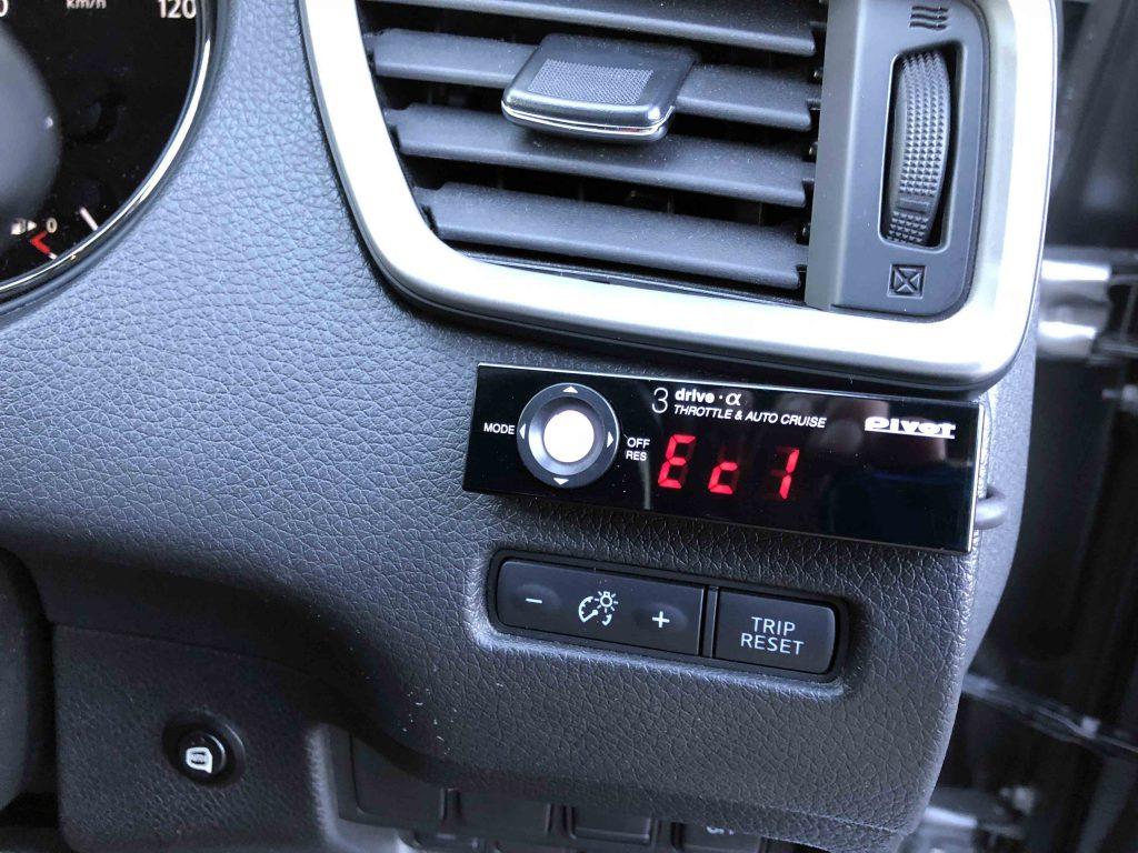 日産エクストレイルへPIVOT 3drive-α取り付け、エコモード状態