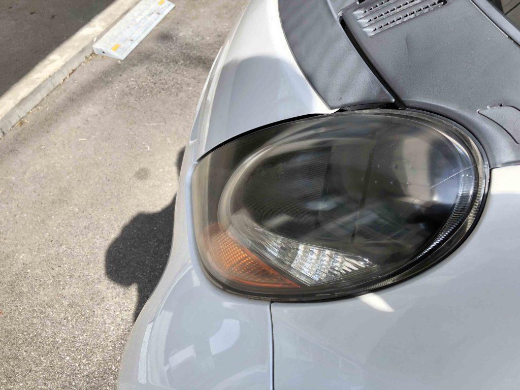 三菱アイの劣化し黄ばんだヘッドライトは見た目の印象も悪くなります