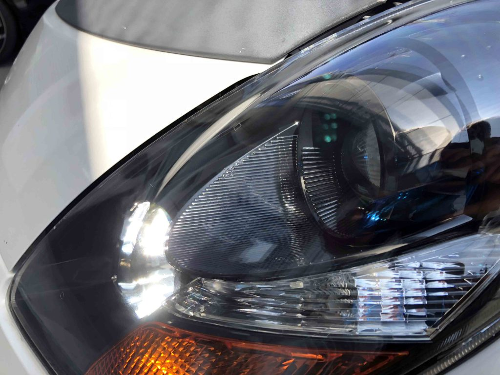 三菱アイのヘッドライトリフレッシュ後はヘッドライト内側も綺麗に見える様になりました