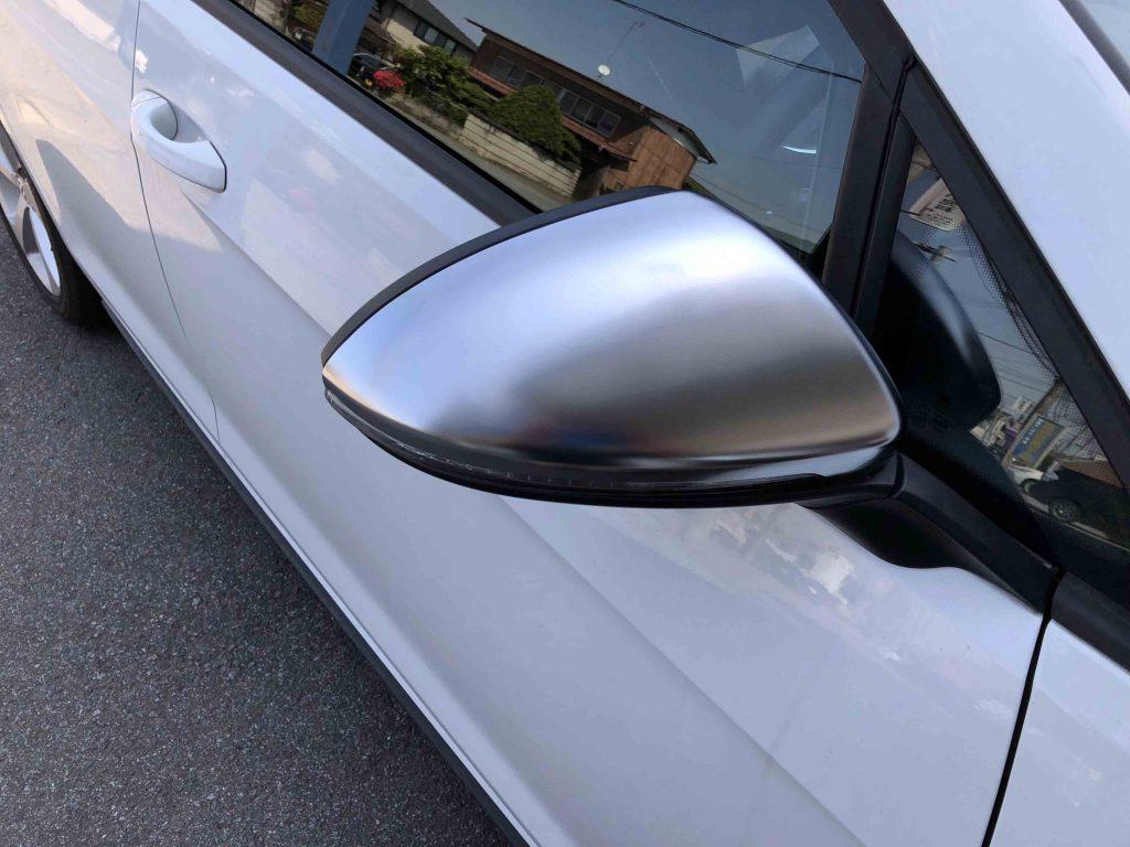 フォルクスワーゲンゴルフ7GTIのミラーカバーをR風カバーへ交換