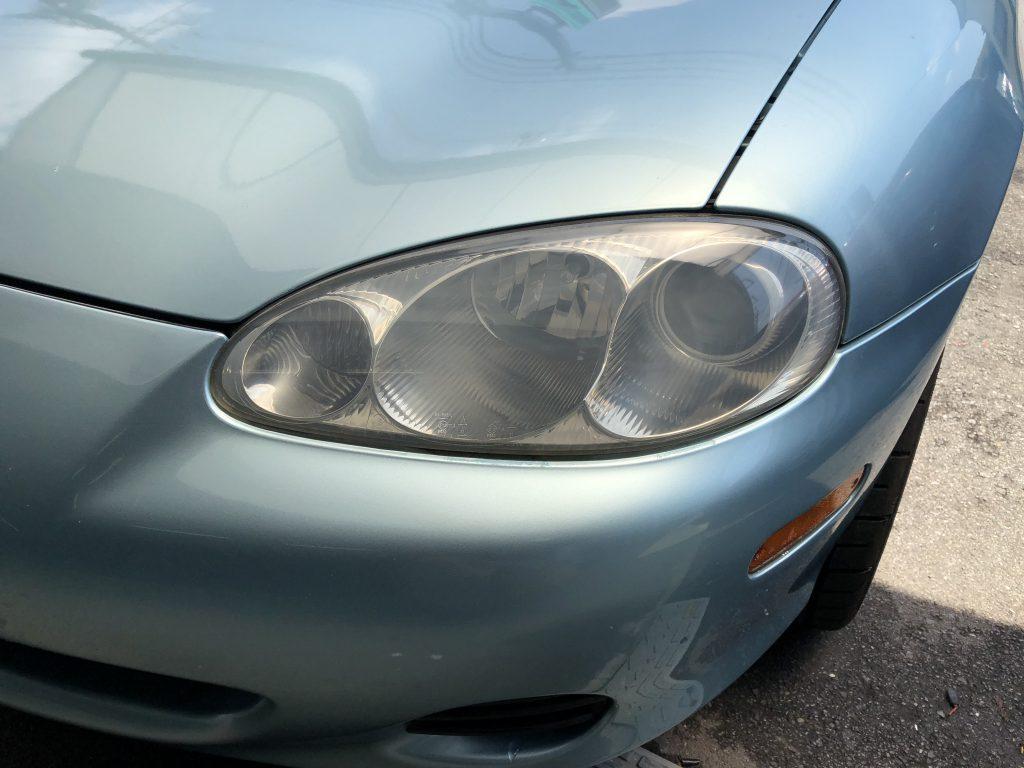 マツダロードスターのヘッドライトの黄ばみやくすみがなくなりました